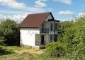 Новый загородный дом с просторной верандой и вишневым садом,  рядом с озером